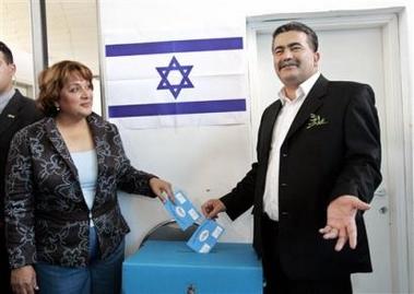 Peretz y esposa