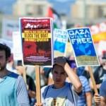 Manifestantes pro-palestinos bloquean buque israelí