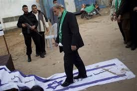 pisando-bandera-israel
