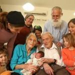 Escaparon de Hitler y le dieron la bienvenida al nacimiento de su 100º bisnieto