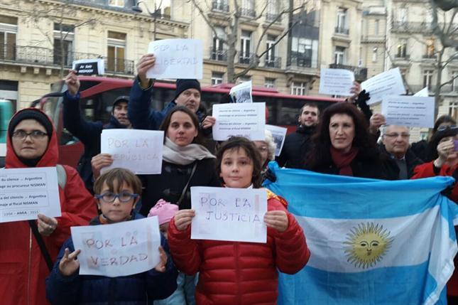 homenaje-nisman-paris