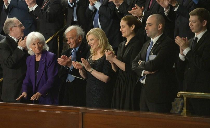 El Premio Nobel Elie Wiesel junto a la esposa de Netanyahu