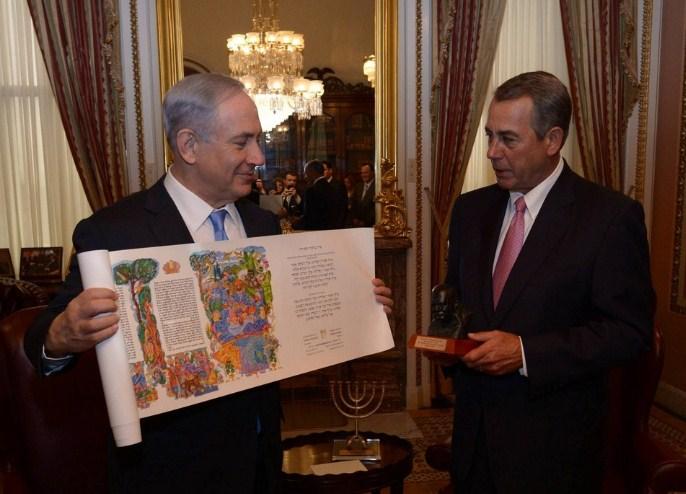 El primer ministro, Benjamin Netanyahu, se reunió con  John Boehner, Presidente de la Cámara de Representantes y perteneciente al partido republicano, y le dio un rollo del libro de Ester. Boehner entregó al primer ministro Netanyahu un busto de Winston Churchill.