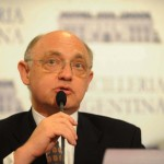 Canciller argentino renuncia a su asociación a mutual judía AMIA