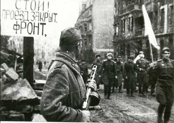 tropas-alemanas-capitulando-breslau6mayo1945