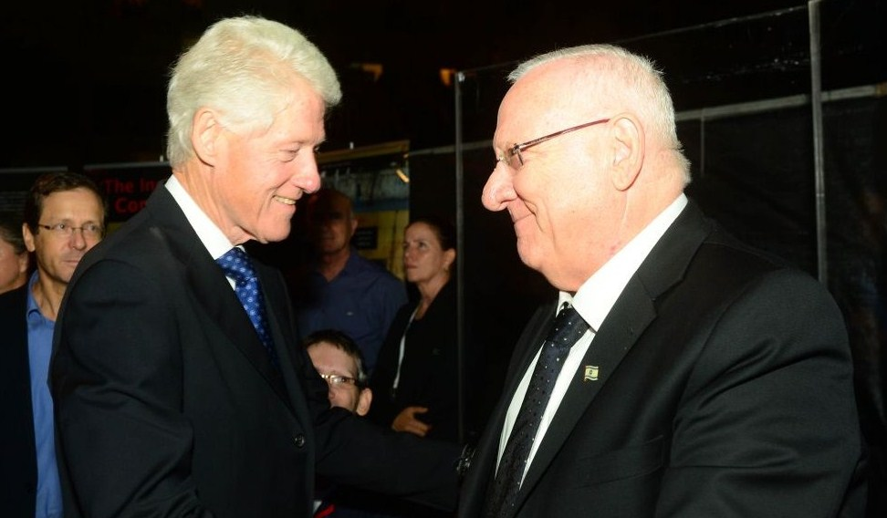 El ex presidente de EE.UU. Bill Clinton, y el presidente actual de Israel, Reuven Rivlin.
