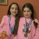Hijas de víctima del terror palestino conquistan los corazones israelíes