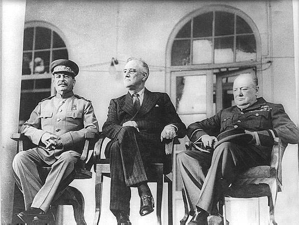 stalin-roosevelt-stalin-1943