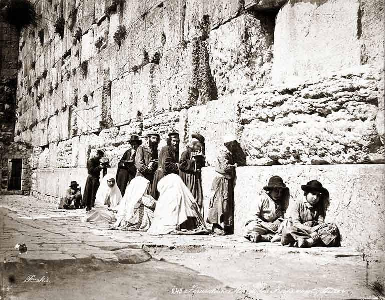 Judios-rezando-en-el-muro-de-los-lamentos-1800