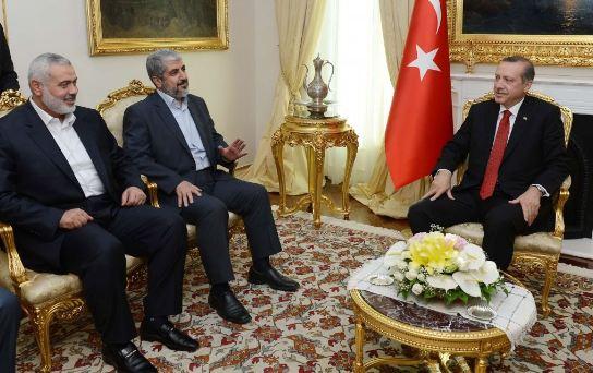 El presidente (entonces primer ministro) de Turquía, Recep Tayyip Erdogan (derecha), con los líderes de Hamás Jaled Meshal (centro) e Ismaíl Haniyeh, el 18 de junio de 2013 en Ankara, Turquía. (Imagen: Oficina de Prensa del primer ministro de Turquía).