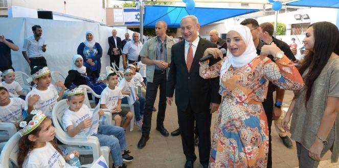 El primer Ministro de Israel acompañó el inicio de clases en una escuela musulmana