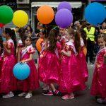 El mundo judío celebra Purim, fiesta de alegría, banquetes y disfraces