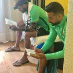 Musulmán y judío, integrantes de la Selección israelí de fútbol playa, rezan juntos